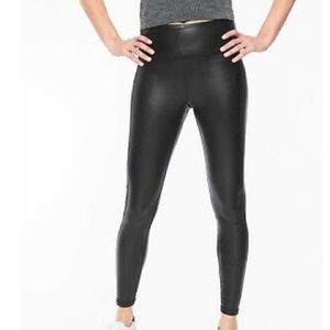 Athlete over gleam tights faux leather stretch